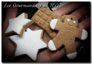 Réalisez des décorations de Noël avec les enfants, avec de la pâte qui durcit à l'air.
