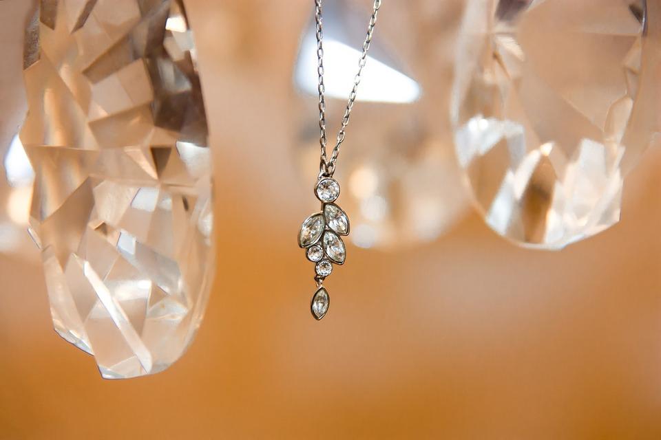 De bons conseils pour bien porter un collier en diamant